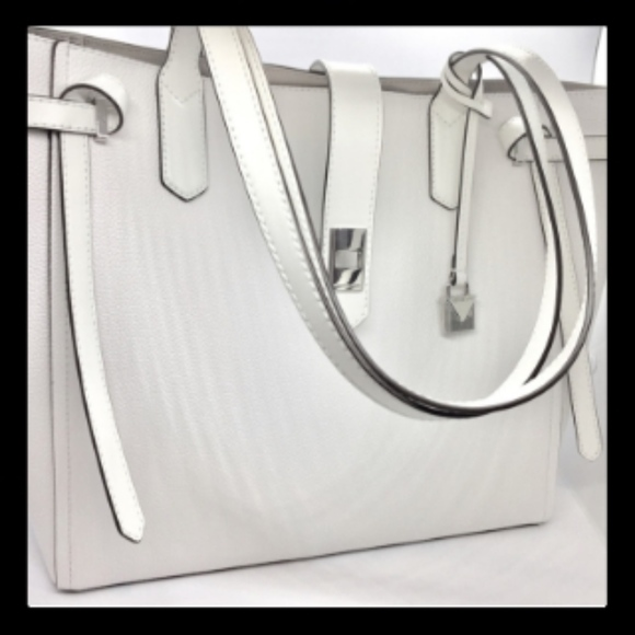 3bf06487fdf8 Michael Kors Bags | Cassie Large Leather Tote | Poshmark